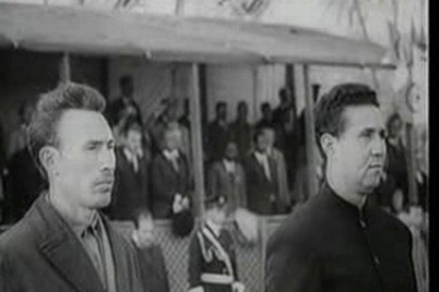 Le 19 juin, deux jours après Algérie Brésil disputé à Oran auquel il avait assisté, Ahmed Ben Bella  ( à droite sur la photo) est victime d'un coup d'Etat de la part de  du colonel Houari Boumedienne