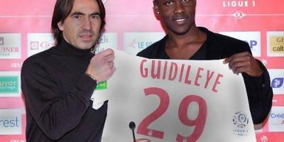 Guidileye (avec Corenti  Martins) lorsqu'il avait signé à Brest