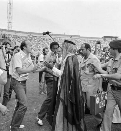 L'incroyable intervention de Cheikh Fahad Al Ahmed Al-Jaber, frère de l'Emir, après le quatrième but de Giresse pour la France