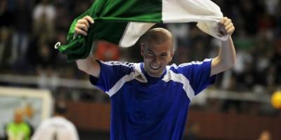Zidane à la Coupole Olympique d'Alger en 2010