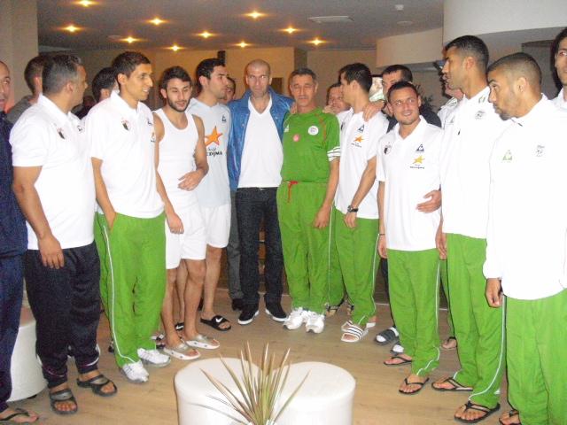 Zidane rend visite à l'équipe d'Algérie en décembre 2009   au Castellet (Marseille)