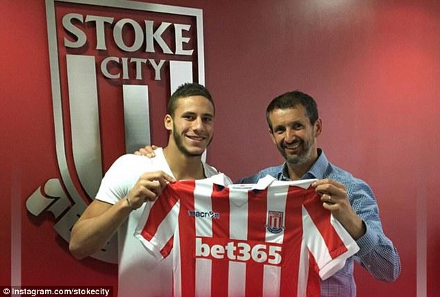 Ramadan Sobhi s'installe petit à petit à Stoke City