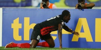 Auteur d'un doublé, le Sénégalais Makhate Diop fête le succès d'Al Ahli SC face à Al Taawon (photo afc.com )