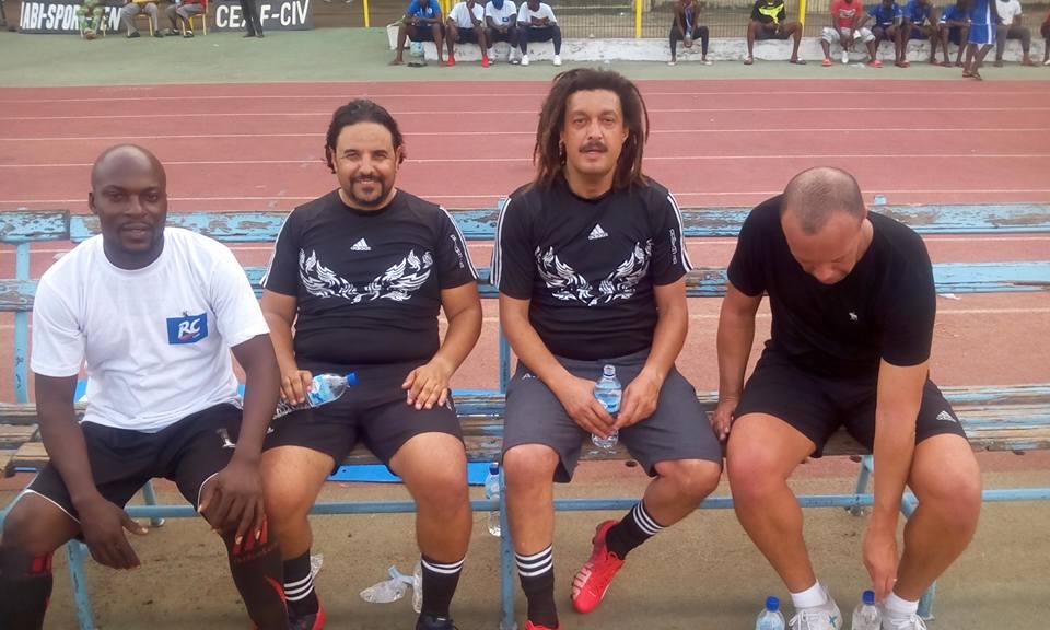 Haytem Abid avec le  staff du FC San Pedro