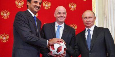 Mondial 2022 : passation de flambeau Poutine ) Emir Al Thani (photo fifa.com )