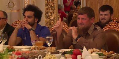 Mohamed Salah lors du banquet organisé par le président Kadyrov en l'honneur de la délagation égyptienne