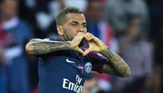 Paris SG: Alves en grand frère de Mbappé