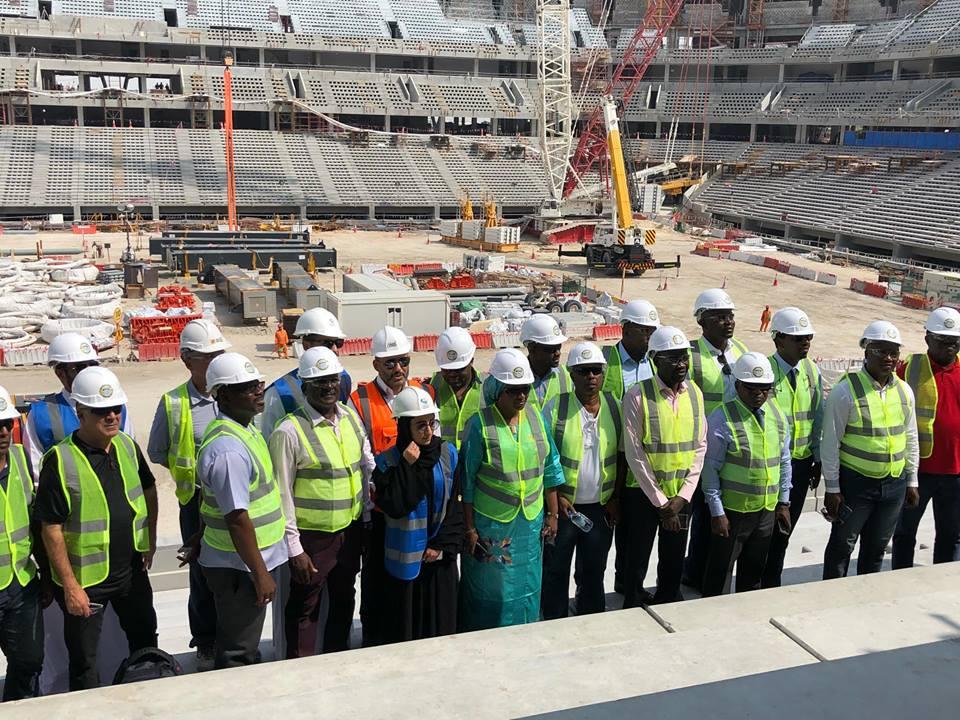 Visite  de la délégation africaine au  stade en construction dans la zone Education City