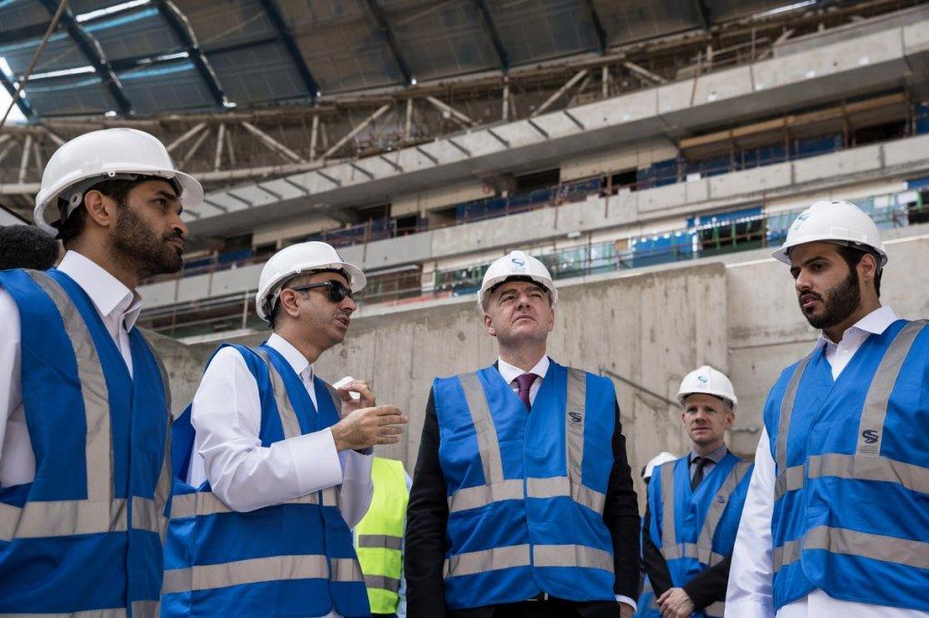 Le président Gianni Infantino, accompagné par  H.E. Hassan Al Thawadi, secrétaire général du Comité suprême pour la livraison et l'héritage, a visité  le site d'Al Wakrah  ( photo Fifa.com)
