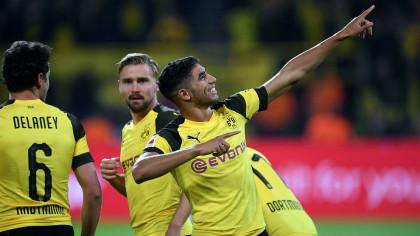achraf-hakimi-celebra-un-gol-junto-a-delaney-y-schmelzer-en-un-partido-del-borussia-dortmund--afp