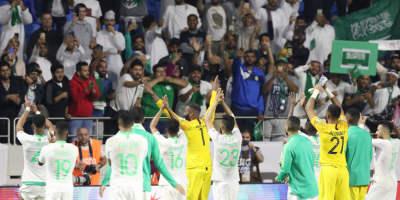 Les Saoudiens saluant legs fans après le succès face u Liban (2-0) et leur  qualification  pour les huitièmes de finale de l'AFC Asian Cup 2019 (photo afc.com )
