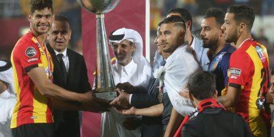 ES Tunis - CA Bizertin (2-1) Remise du trophée  de la Supercoupe de Tunisie à Doha  (photo qfa.qa)