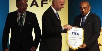 Infantino (FIFA)  prêt à lâcher  Ahmad Ahmad  (CAF)