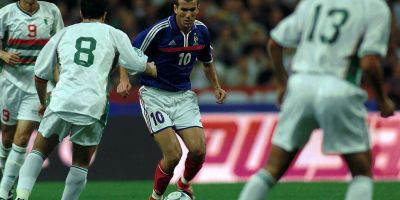 Zidane au coeur de la défense algérienne c'était au stade de France en septembre 2001