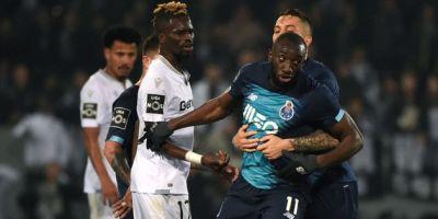 Moussa Marega en colère retenu par ses coéquipiers