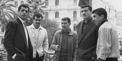 Abderahmane (2ème à partir de la droite )  avec Rouai, Mustapha Zitouni, Bekhloufi et Bentifour