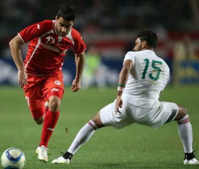 Mathlouthi  en sélection face à l'Algérie ( photo page Facebook du joueur )