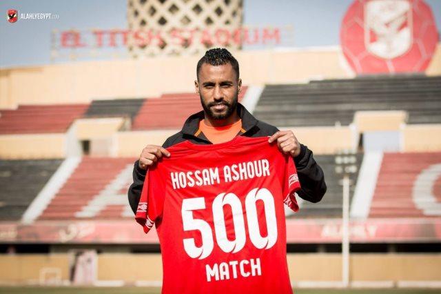 Hossam Achour célébrant  son 500e match sous les couleurs des Red Devils