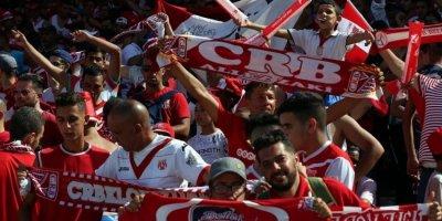 Les Fans du CR Belouizdad heureux : leur club retrouve le leadership en Algere et la Ligue des champions 18 ans après