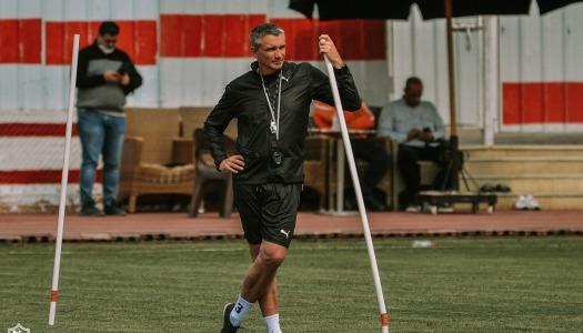 Zamalek : Carteron en habit de psychologue